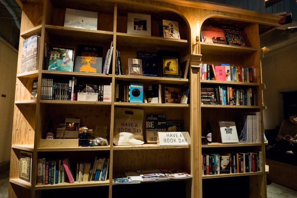 泊まれる本屋 BOOK AND BED TOKYO-KYOKO 京都店の本棚