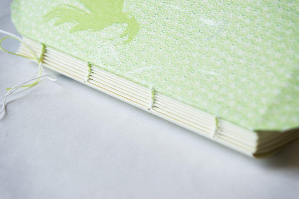 糸かがり手製本の背