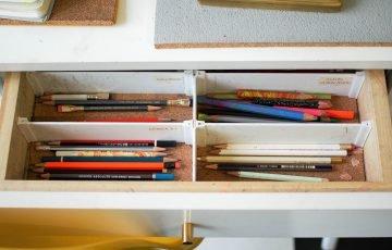 引き出しの中に鉛筆
