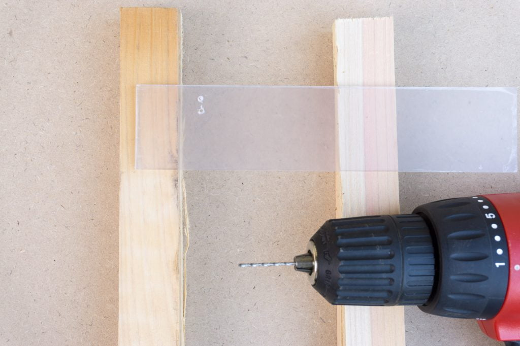 樹脂板の穴あけ練習