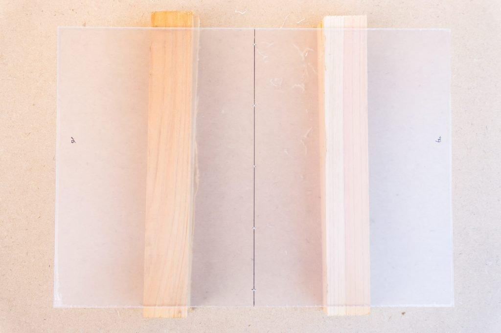 B6版穴あけガイド樹脂板の穴あけ