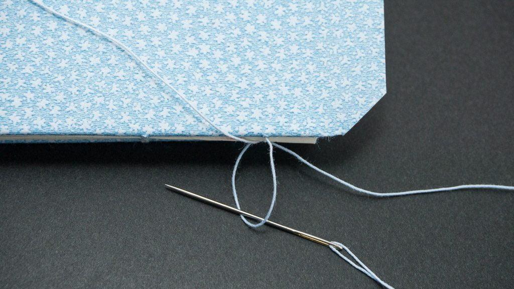 糸かがり手製本手順の写真