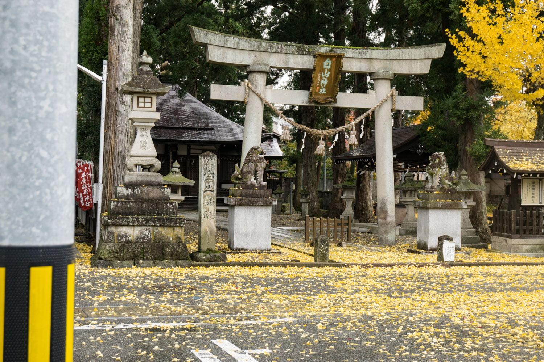 テレビアニメ「氷菓」聖地巡礼飛騨高山の一本杉白山神社