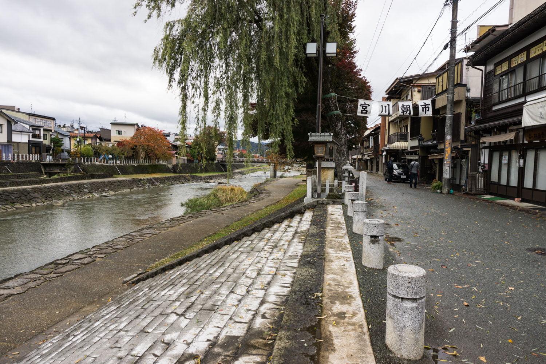 テレビアニメ「氷菓」聖地巡礼飛騨高山の宮川朝市通り