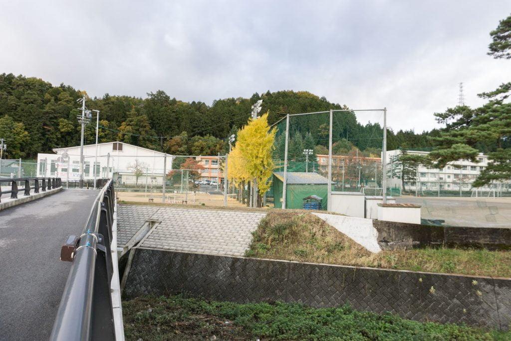 テレビアニメ「氷菓」聖地巡礼飛騨高山の斐太高校外観