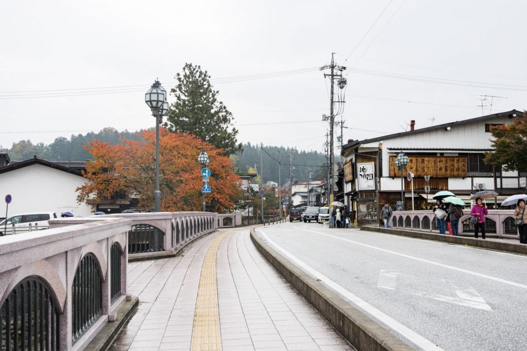 テレビアニメ「氷菓」聖地巡礼飛騨高山の弥生橋