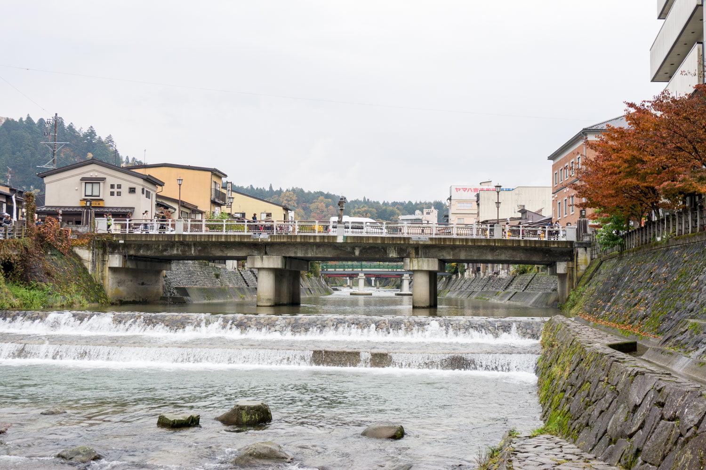 テレビアニメ「氷菓」聖地巡礼飛騨高山の宮川にかかる鍛治橋