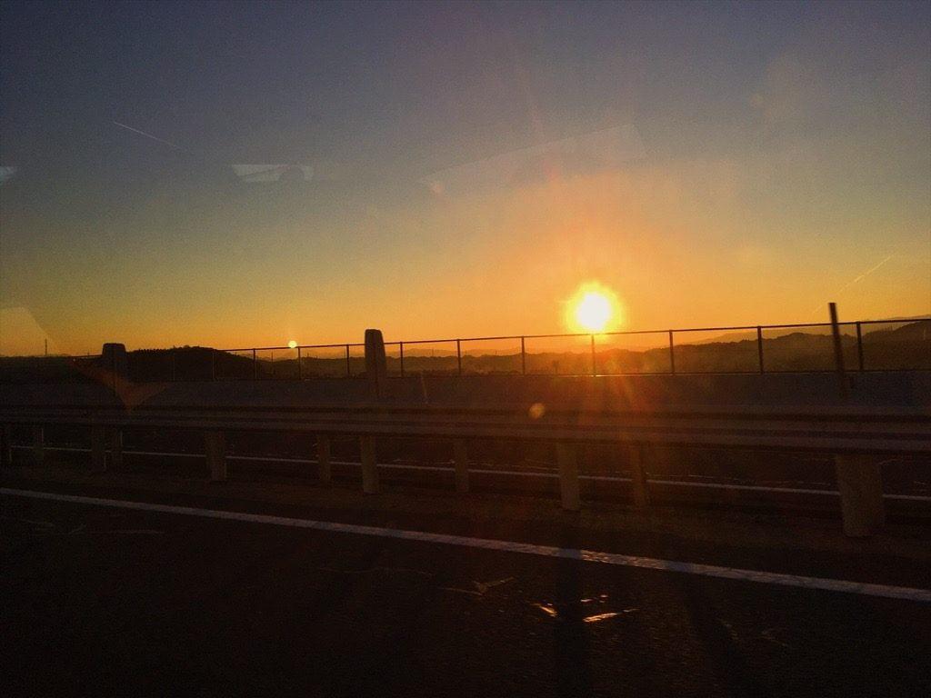 高速道路から見た夕日