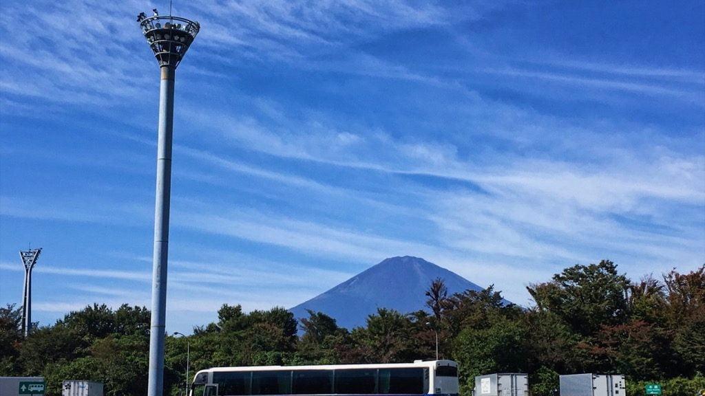 パーキングエリアからの富士山