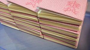 糸かがり手製本一文物語365舞の表紙糊付け終了