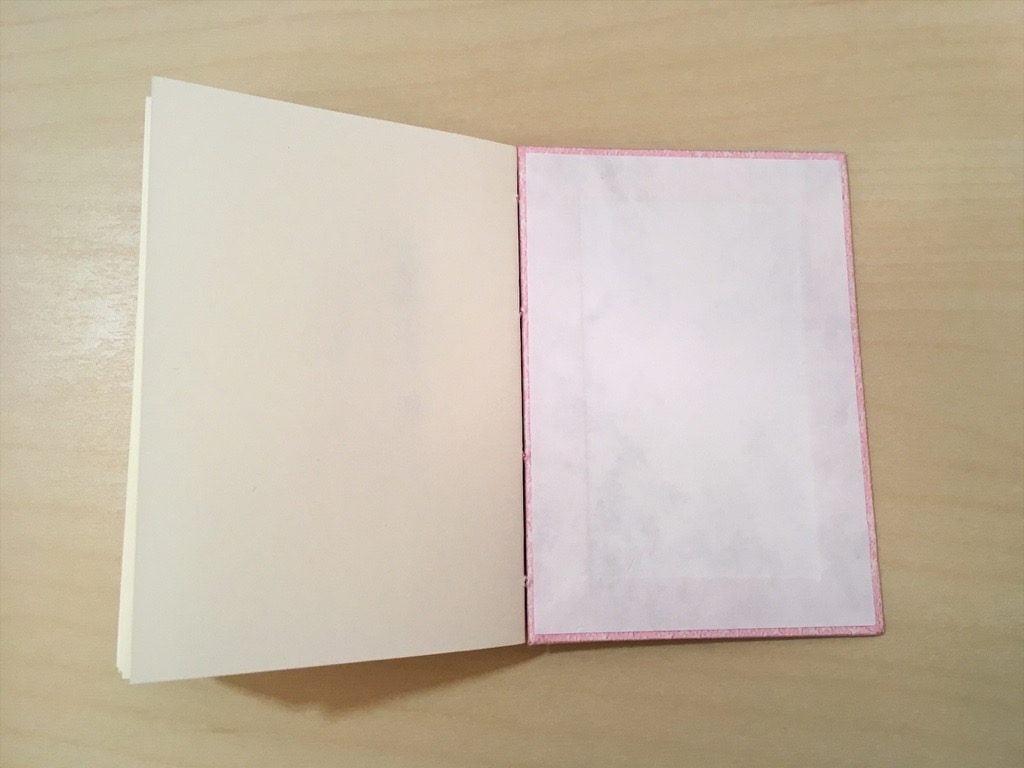 糸かがり手製本一文物語365舞の表紙の内側に見返しを貼ったところ