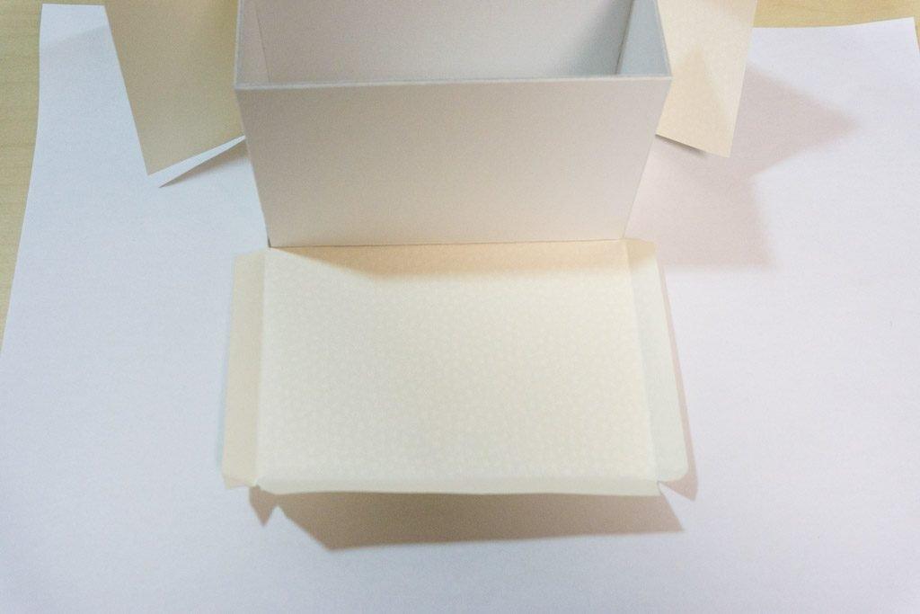 一文物語365飛天舞の箱の側面糊付け