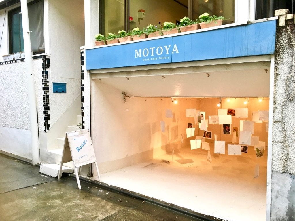 Book+の展示店MOTOYA Book・Cafe・Gallery