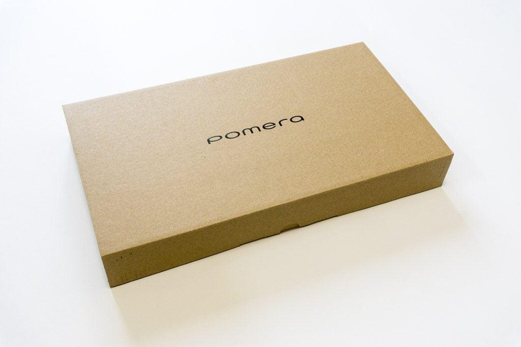 ポメラDM200の外箱