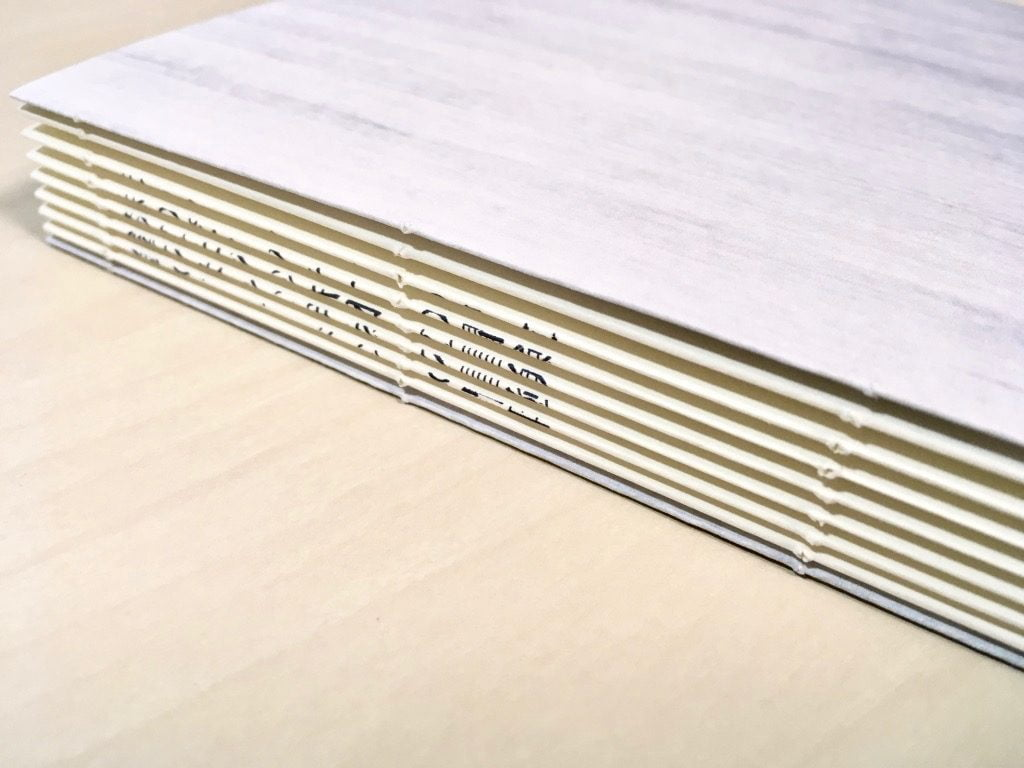 Pinocchio展に出展する小説手製本の背表紙タイトル