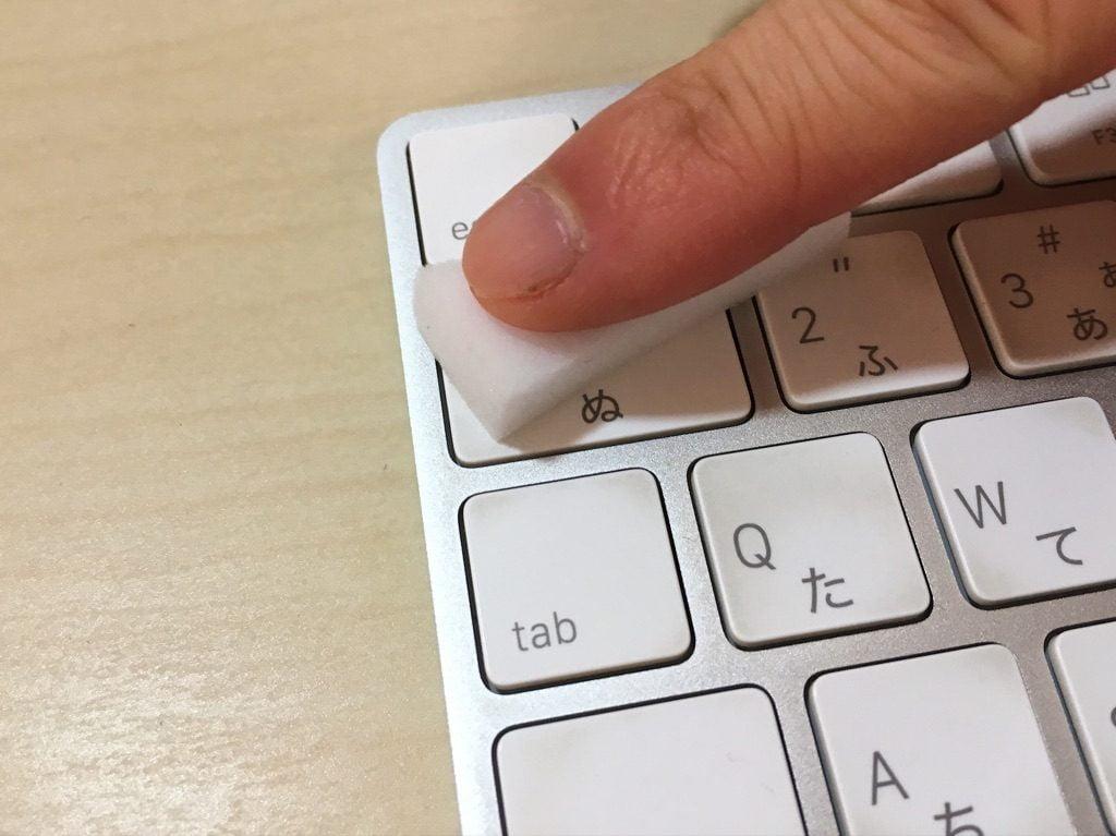 劇落ち君でキーボードを掃除