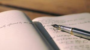 ノートに書かれた文字とペン