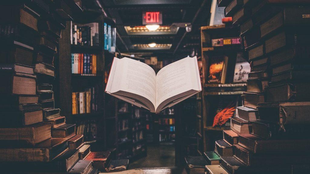 本が浮いている