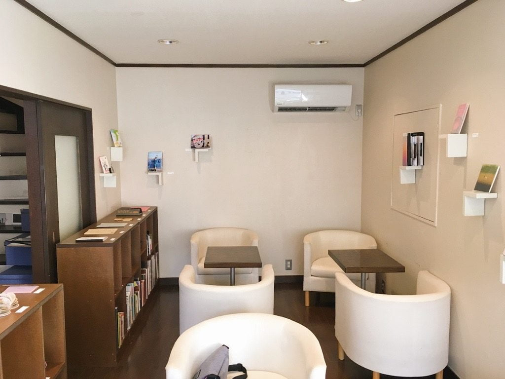 Book+のMOYOYA Book•Cafe•Gallery店内