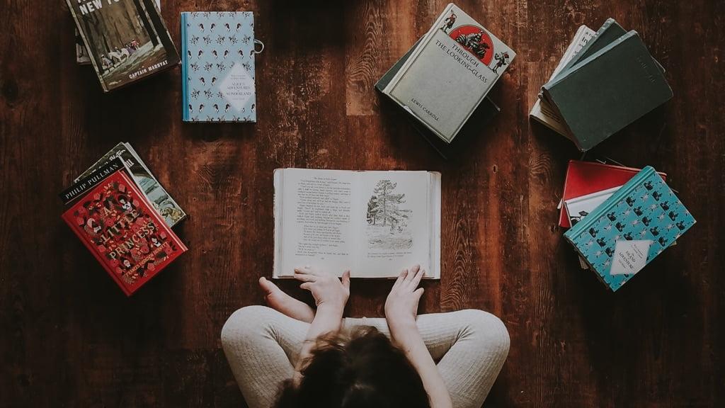 たくさんの本を読んでいる