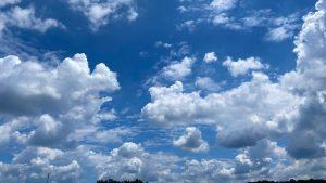 梅雨明けの雲と空