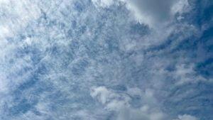まだらな雲